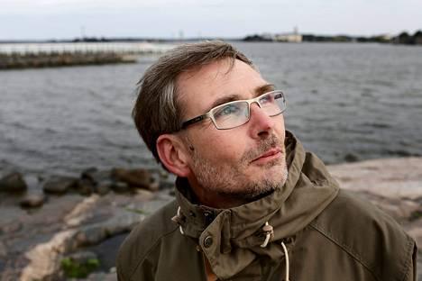 Lasse Kylänpää seurasi muuttolintujen vaarallista matkaa Egyptiin, Espanjaan, Etelä-Afrikkaan, Italiaan, Liettuaan, Maltalle, Puolaan ja Viroon.