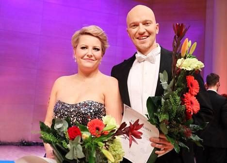 Lappeenrannan valtakunnallisen laulukilpailun naisten sarjan voittaja sopraano Virva Puumala ja miesten sarjan voittaja baritoni Jussi Vänttinen.