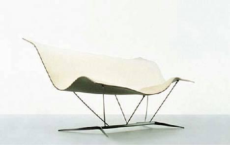 Ilkka Suppasen suunnittelema Flying Carpet -tuoli on kevyt ja kulkee helposti mukana.