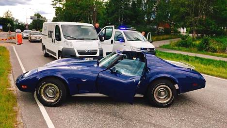 Panimoyrittäjä pysäytti varastetun pakettiauton kurvaamalla autonsa sen eteen.