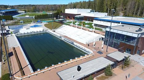 Leppävaaran maauimala ja uimahalli Espoossa.