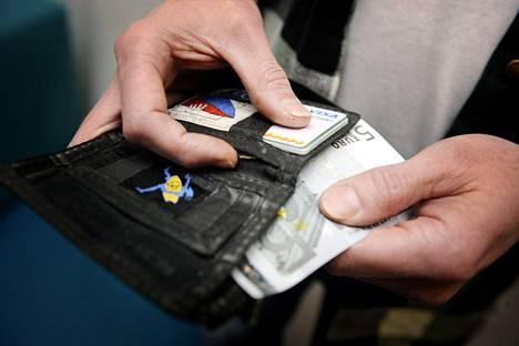Käteisen ja maksukortit voi unohtaa tänään perjantaina alkavalla Blockfest-festivaalilla, jossa ostokset ostokset voi maksaa ainoastaan festarirannekkeella.
