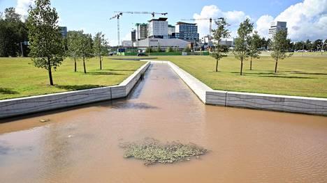 Veden värjäytyminen ruskeaksi voi johtua runsaista sateista tai maalämpökaivojen porauksista.