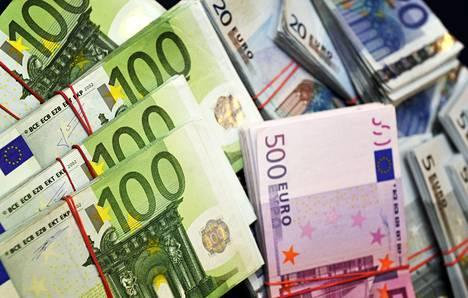 Parhaiten palkattu kymmenesosa palkansaajista ansaitsi yli 4 498 euroa kuukaudessa.