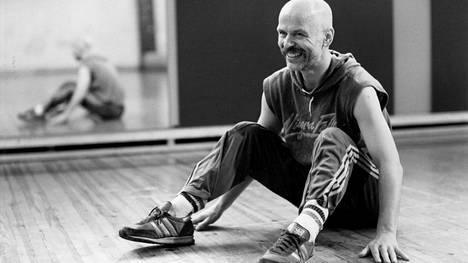 Jouko Turkka määräsi teatteriopiskelijat urheilemaan.