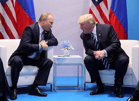 Donald Trump tapasi Venäjän presidentin Vladimir Putinin kahden kesken Saksan Hampurissa 7. heinäkuuta 2017. Keskusteluiden sisältöjä ei tunneta tarkasti.