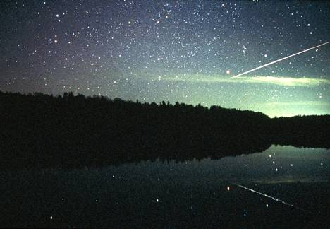 Taivaalta sataa kiviä jatkuvasti. Meteori muuttuu meteoriitiksi, kun se päätyy maahan. Tämä tähdenlento kuvattiin Suomessa.