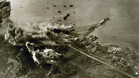 Saksan lentokoneet pommittivat Kreetaa toukokuun alussa 1941. Hyökkäys Kreikkaan oli alkanut 6. huhtikuuta.