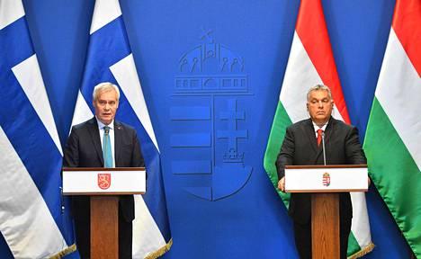 Suomen pääministeri Antti Rinne (sd) ja Unkarin pääministeri Viktor Orbán puhuivat tiedotusvälineille Budapestissä maanantaina.