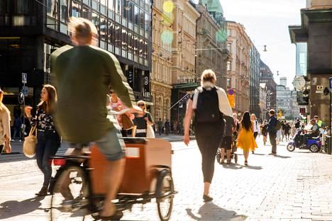 Tämä kuva on otettu Helsingissä Aleksanterinkadulla kesällä.