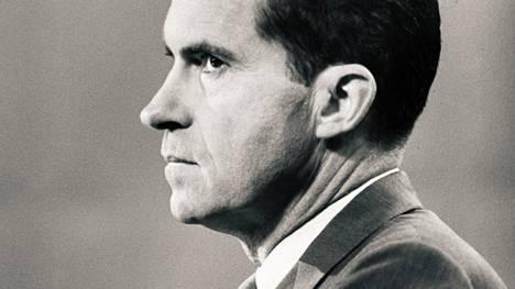 Elämäkertadokumentin pääasiallinen kommentaattori on Richard Nixon (1913–1994) itse.