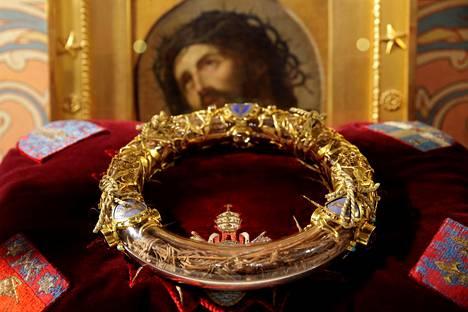 Kristuksen orjantappurakruununa pidetty, osin kullattu arvokas reliikki on säilynyt.