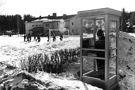 Puhelinkopeista on Suomessa tullut kadonnutta kansanperinnettä. Hyötykäytön lisäksi niitä käytettiin 1900-luvun lopulla myös pilailuun. Arkistokuva.