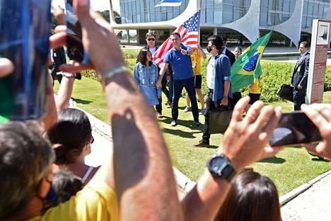 Brasilian presidentti Jair Bolsonaro esiintyi kannattajiensa edessä pääkaupunki Brasíliassa sunnuntaina.