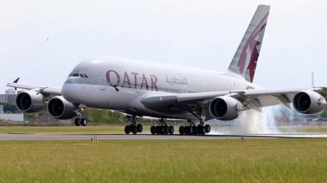 Qatar Airwaysin Airbus A380 -superjumbo.