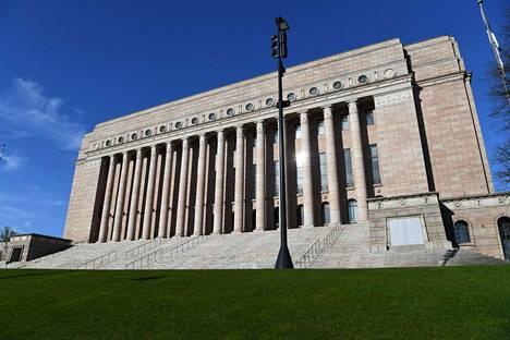Eduskuntatalo Helsingissä 12. toukokuuta 2021.