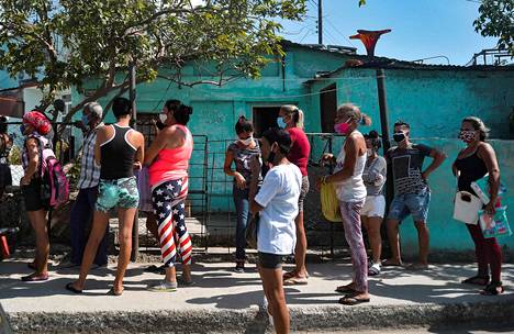 People queued for a grocery store in Havana, Cuba on Monday.