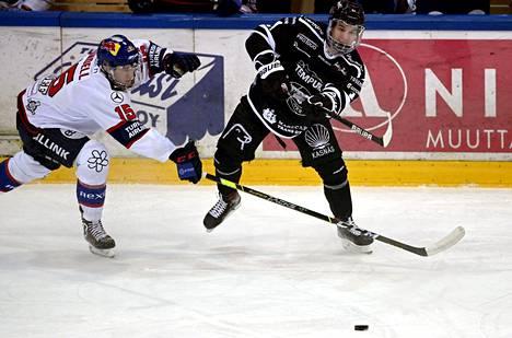 Anton Lundell siirtyy johtamaan HIFK:n ykkösketjua neljännessä välierässä Turun Palloseuraa vastaan. Ruslan Ishakov (oik.) pelaa TPS:n kakkosketjun keskellä.