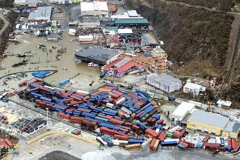Hurrikaani Irma jätti jälkeensä hävitystä Saint-Martinin saaren hollantilaisella puolella. Lentokentän ja sataman tuhojen vuoksi saaren yhteydet ulkomaailmaan ovat käytännössä poikki.