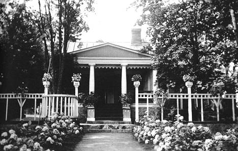 Villa Kissinge täydessä kukoistuksessaan 1900-luvun alussa.