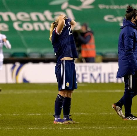 Skotlannin Erin Cuthbert pettyi, kun Suomi murskasi EM-haaveet.