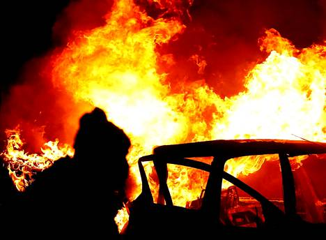Belfastissa poltettiin autoja keskiviikkoiltana.