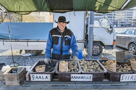 Erkki Anttila from Lohtaja sold potatoes at Vaasa Market Square.