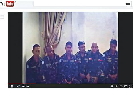 Youtubessa torstaina julkaistulla videolla näkyy kuusi filippiiniläistä rauhanturvaajaa, jotka siepattiin lähellä Golanin kukkuloilta.
