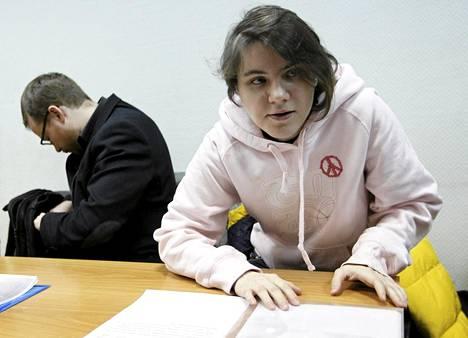 Pussy Riotin jäsen Jekaterina Samutsevitš oli oikeuden kuultavana tiistaina.