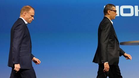 Fortumin tomitusjohtaja Pekka Lundmark ja Nokian väistyvä toimitusjohtaja Rajeev Suri kuvattiin tiedotustilaisuudessa maanantaina.
