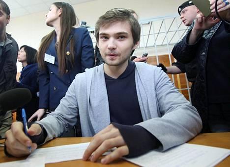 Pokémon Gon pelaamisesta kirkossa tuomittu Ruslan Sokolovski oli torstaina oikeudessa kuulemassa tuomiotaan. Hän sai kolme ja puoli vuotta ehdollista vankeutta.