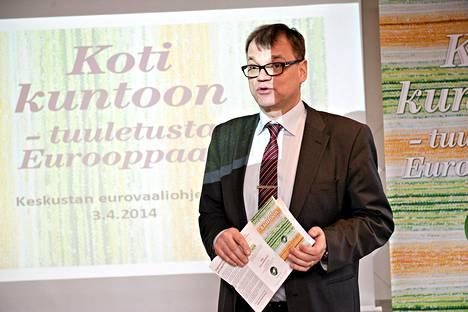 Keskustan puheenjohtaja Juha Sipilä esitteli puolueensa eurovaalikampanjaa torstaina.