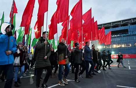 Yhdeksännentoista maailman nuorten ja opiskelijoiden festivaalin aloittavaa karnevaalikulkuetta harjoiteltiin Moskovassa viime keskiviikkona. Festivaali on suoraa jatkumoa Neuvostoliiton aikaisille propagandafestivaaleille.