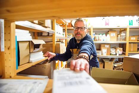"""""""Toivon, että ihmiset tilaisivat sellaista tavaraa, jota todella tarvitsevat"""", sanoo Ekolon myymälänhoitaja Petri Ranta."""