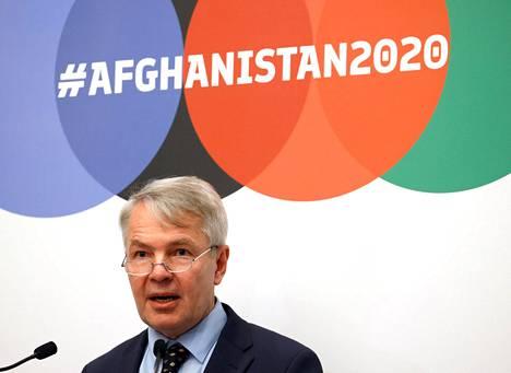 Ulkoministeri Pekka Haavisto puhumassa Afganistan-apukonferenssissa Genevessä.