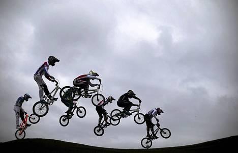 Pyöräilijät kilvoittelivat kansainvälisessä BMX-pyöräilytapahtumassa Rio de Janeiron olympiaradalla sunnuntaina. Kilpailun tarkoituksena oli kokeilla vuoden 2016 olympialaisten puitteita.
