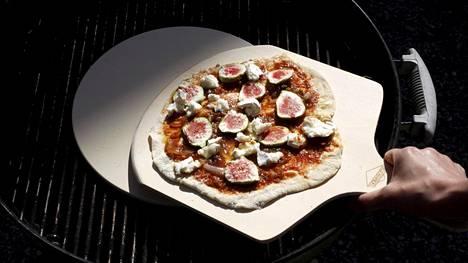 Grillatulla pizzalla yllätät ystäväsi.