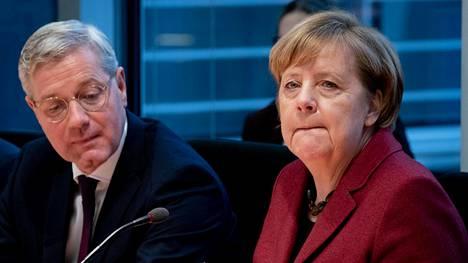 Angela Merkelin (oik.) kausi Saksan liittokanslerina päättyy ensi vuonna. Nyt CDU-puolueen johtoon hakee liittopäivien ulkoasiainvaliokunnan puheenjohtaja Norbert Röttgen.