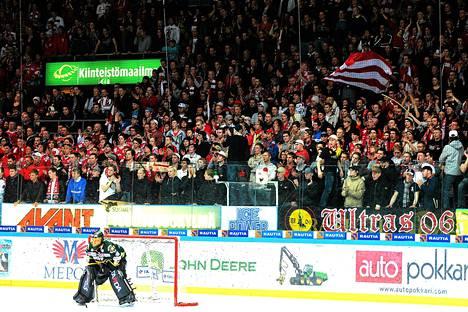 Vaasan Sportin fanit olivat äänekkäitä karsintaottelussa Ilvestä vastaan vuonna 2012.