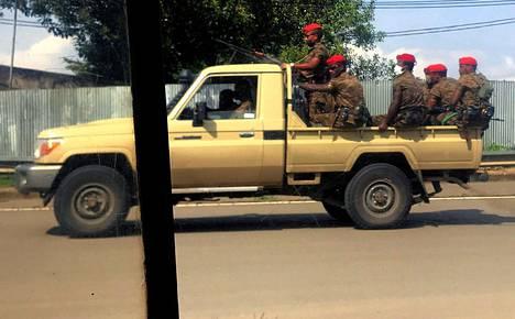 Etiopian armeijan joukot partioivat torstaina pääkaupunki Addis Abeban kaduilla.