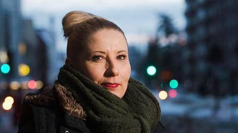 """""""Vaikka kaikki osaavat odottaa murrosikää, se tulee silti usein jotenkin yllättäen"""", Kirsi Könönen sanoo."""