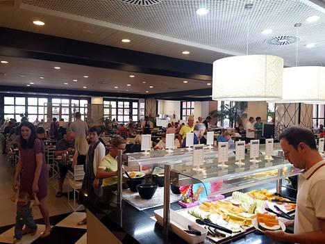 Costa Adeje Palace -hotellin ravintola viime sunnuntaina.