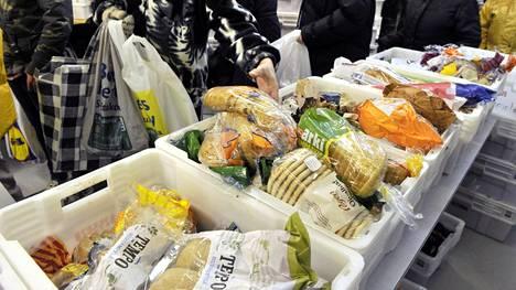 Suomen Yrittäjien jäsenjärjestöt aikovat järjestää yhteistyössä kuntien kanssa ruokahuollon lakon aikana kymmenellä lakonalaisella paikkakunnalla.