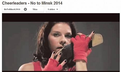 Armi Toivanen on yksi suomalaisista näyttelijöistä, jotka esiintyvät No to Minsk 2014 -kampanjan videolla. Kuva on kaapattu videolta.
