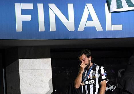 Juventuksen Andrea Pirlo herkistyi Mestarien liigan finaalin jälkeen.