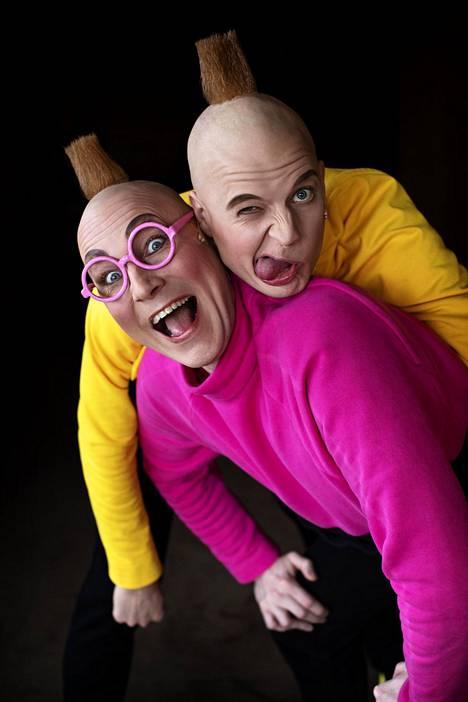 Näyttelijät Antti Timonen ja Paavo Kääriäinen haluavat tehdä näyttämölle eläviä hahmoja, ei karikatyyrejä.