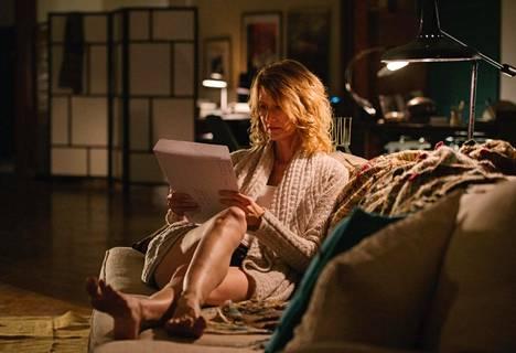 Laura Dern näyttelee lapsuuden muistoihin palaavaa Jennifer Foxia, joka on elokuvan ohjaaja ja käsikirjoittaja.