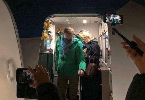 Aleksei Navalnyi laskeutui Šeremetjevo lentokentälle 17. tammikuuta. Kuva hetkiä ennen kiinniottoa passintarkastuksessa.