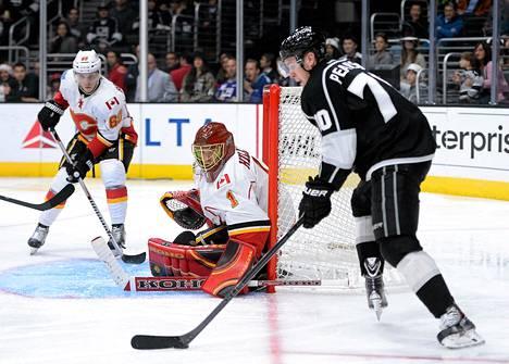 Jonas Hiller valittiin Calgaryn parhaaksi pelaajaksi Los Angeles Kingisä vastaan pelatussa ottelussa. Kuva on viikon takaa joukkueiden edellisestä kohtaamisesta.
