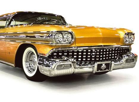 "Kullanvärinen ""The Egyptian"" eli John D'Agostino Custom Oldsmobile 1958 Super 88 on yksi X-teme Car Show'n harvinaisuuksista."
